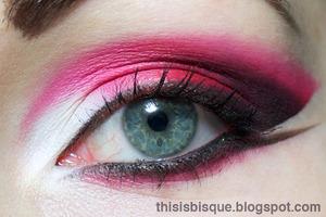 Tutorial: http://thisisbisque.blogspot.ca/2012/02/heart-breaker-makeup-tutorial.html