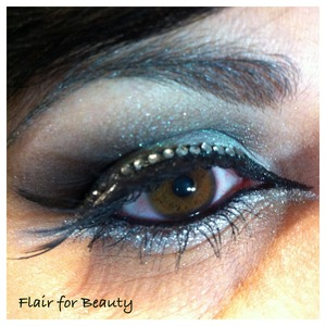 black and silver cut-crease, with graphic eyeliner and full-strip lashes decorated with a line of swarovsky cristals. See more pics and details on my facebook page (it's public) and pleeeease click LIKE on the page! ;-)  http://www.facebook.com/pages/Flair-for-Beauty/217232211715190