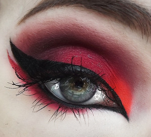 Products not listed: Lunatick Cosmetic Labs Primetime base, Kromasilk Eyeshadow in Royally Dead, and AlieNEON Eyeshadow in Radiation Red