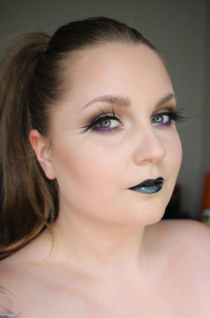 Here I've layed the focus on the lashes. Fantasy from Makeup Store.  Lips are black liner and Makeup Store Lipgloss in Atomic