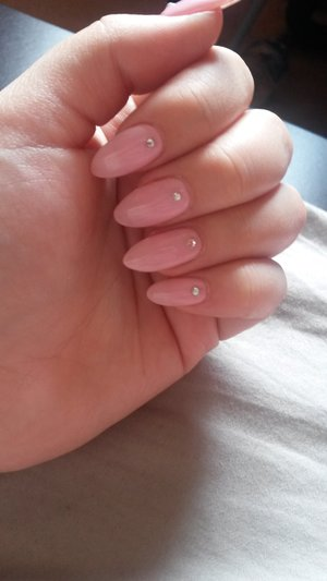 got new nails to welcome summer :)