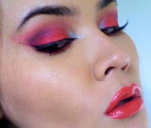 Fire Eyes, Flaming Lips http://www.maryammaquillage.com/2011/03/fire-eyes-flaming-lips.html