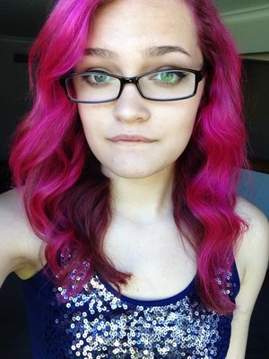 Hot hot pink by manic panic... This is even diluted a little bit with conditioner. Holy pink! 💗💗💗💗