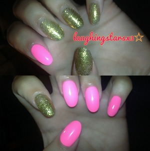 Almond shapes nails with gold and neon pink polish 💋💅
