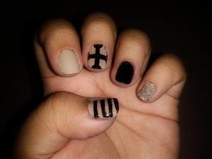 black and nude mani.