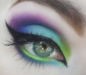 Using Sugarpill's HeartBreaker palette, and UD 24/7 Glide On Eyeliners in Freak, LSD, and Psychedelic Sister