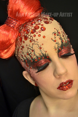Dramatic look full of red rhinestones and glitter.