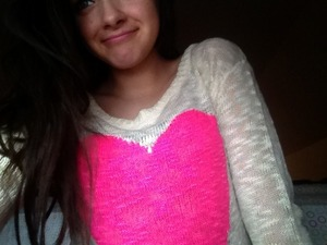 I love this sweater; it's the same one that Macbarbie07 has form YouTube ;P lolol