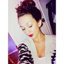 red lips&messy bun❤️