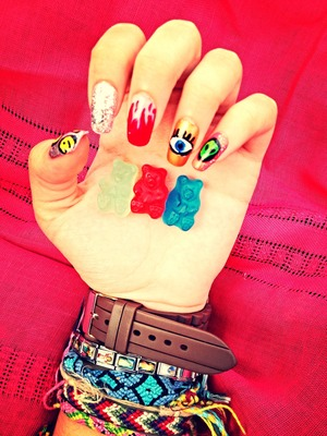My nails for summer! And gummies bears ❤