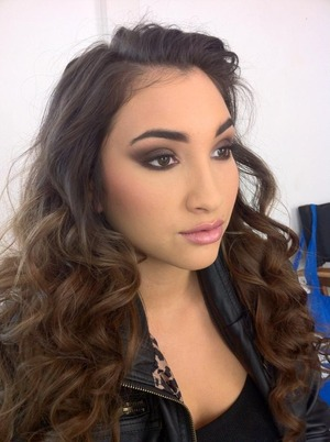 #smokey #beauty #pretty #loracpro #mac #curls #work @beautybypetra