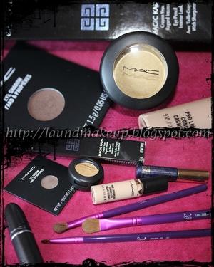 http://laundmakeup.blogspot.com/2011/08/look-gorgeus-gold-patina-magic-kajal.html