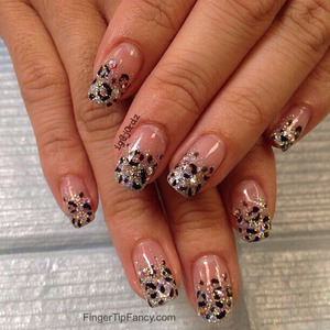 DETAILS HERE - http://fingertipfancy.com/silver-cheetah-print-nails