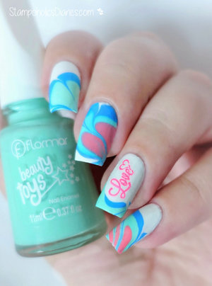 http://stampoholicsdiaries.com/2016/02/15/my-water-marble-nails-for-valentines-day/