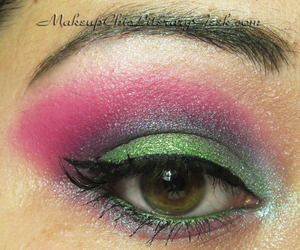 A second view that shows off the crease. You can see what I used here: http://www.makeupchicliterarygeek.com/2012/01/eotd-spring-sprite.html