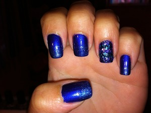 Bored with the plain version so I threw some Sally Hansen HD glitter in DVD on the tips.