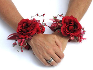 Dainty flower wristlets