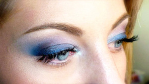 Tutorial for this look is right here : http://www.youtube.com/watch?v=NFxxC87ox8E
