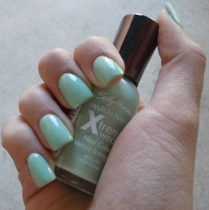 Sally Hanson Xtreme wear polish in Mint Sorbet