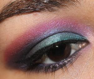 Ethereal Eyes http://yamismakeup.blogspot.com/2011/09/eotd-urban-decay-15th-anniversary.html