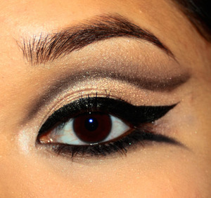 Graphic liner with a neutral smoky twist