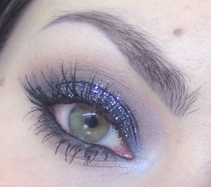 Here is the tutorial for this look : http://www.youtube.com/watch?v=T6NPtPzBTcg&feature=youtu.be