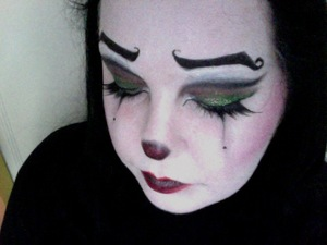Classic Feminine Clown look