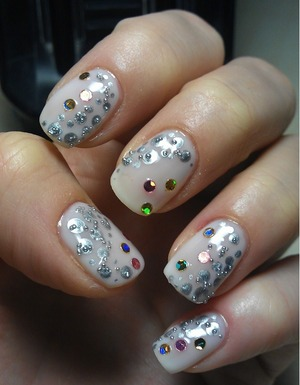 I wanted to do a 'white Xmas' nailart but my ideas were a little confused!? ^_^