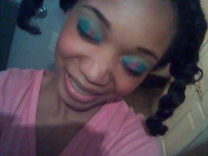 This was a random look I did because I was inspired to do my makeup.