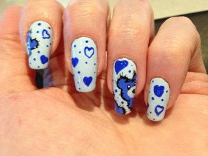 Adapted from a design by Tartofraises (youtube.com), using Essie Borrowed and Blue. [Une idee' de Tartofraises en utilizant Essie Borrowed and Blue].