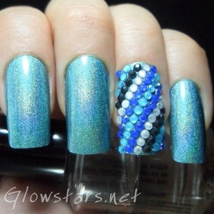 To find out how this look was achieved please visit http://glowstars.net/lacquer-obsession/2012/09/the-digit-al-dozen-does-blues-holo-bling