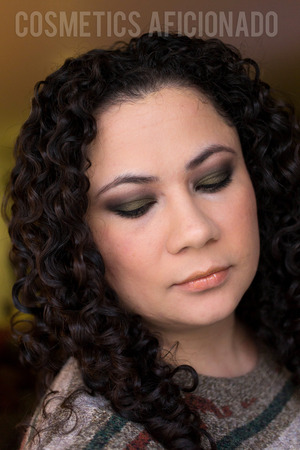 http://www.cosmeticsaficionado.com/khaki-green-smoky-eye-friday-linkup/