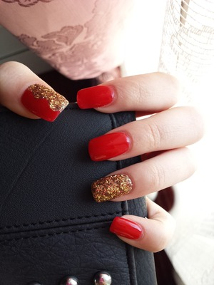 gold red nails hot