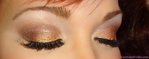 Wearable shimmery Gold/Bronze look. For more info, please visit: http://www.vanityandvodka.com/2012/12/gold-dust.html xoxo! Colleen