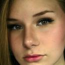 I dream of becoming a professional makeup artist!!