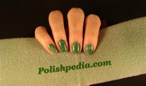 This design is super easy to do and it is super cute!  Learn how I did it @ http://polishpedia.com/green-marbled-nails.html
