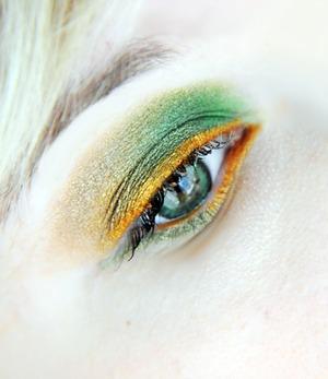 Adore Bi Tone Green lenses