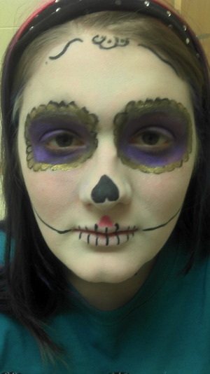 Miranda played the sugar skull, a skull that helps steer Alicia in the right direction in the play.  (Note: Her mouth line looks a tad crooked, but it's mostly due to her facial expression.)