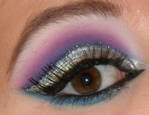 More info about this look here: http://makeupbyseana.blogspot.com/2012/02/fotd-18-disaster-look-from-hell.html :)