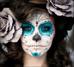 This sugar skull makeup is amazing. This year seems like it's a big trend for Sugar Skull. What do you think about it? Like and Comment! Tell me if you like it!