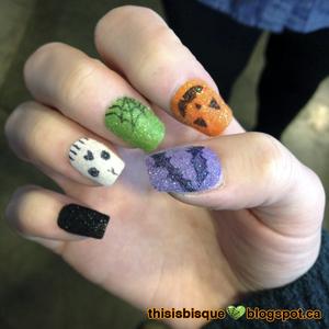Tutorial: http://thisisbisque.blogspot.ca/2012/10/velvet-halloween-nails.html