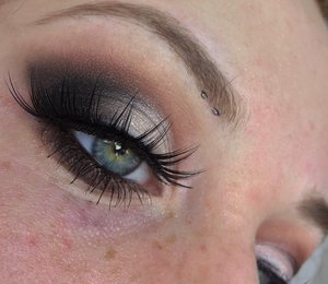 Simple, and effortless makeup that can double as an everyday glam look! Enjoy XOXO. http://theyeballqueen.blogspot.com/2017/01/valentines-day-matte-neutral-toned.html