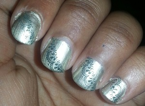 it's my first time ;)  i use nail color 202 by marionnaud (color: nacre)for the base and 347 by kiko (color: dark green)