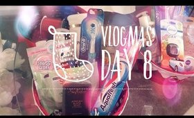 Vlogmas day 8...Xmas gift baskets and Stupid questions