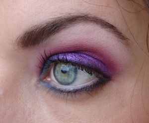 A very old look, I made this one with my Sleek Circus palette. The colours in that palette are so stunning.