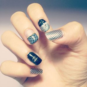 Chanel-inspired nailart!