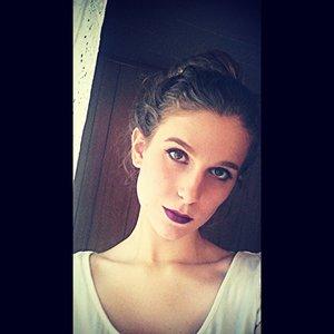 Dark purple lips for fall