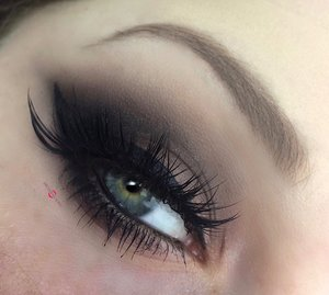 Justtt a classic, fabulous, great, amazing, fantabulous, smokey eye passing by ;). http://theyeballqueen.blogspot.com/2016/12/holiday-series-dramatic-chocolate-taupe.html