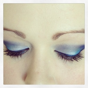 Blue all the way down to the Stila bluefin eyeliner :)