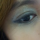 My first-ever eye makeup done by myself ?